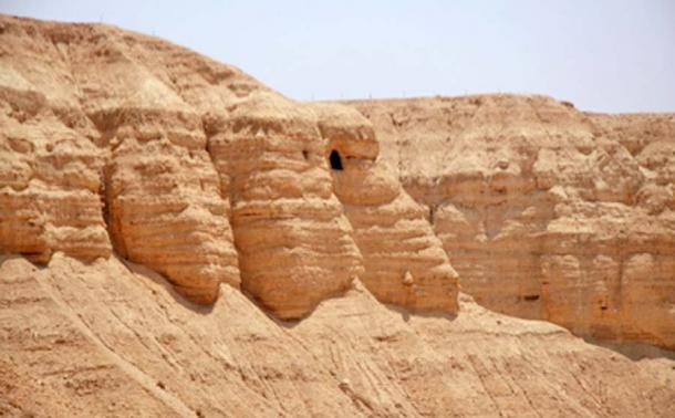 Caves at Qumran where the Dead Sea Scrolls were discovered. (Tamarah / CC BY-SA 2.5)