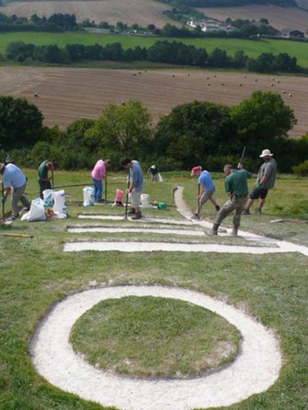 Cerne Abbas Giant Renovation. (Nigel Mykura/CC BY SA 2.0)