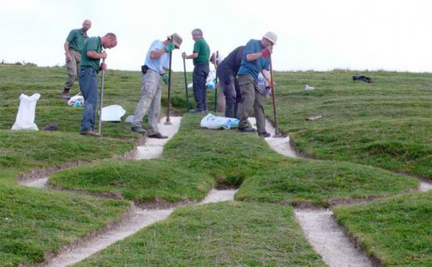 Cerne Abbas Giant's testicles receive their new layer in the 2008 renovation. (Nigel Mykura / CC BY-SA 2.0)