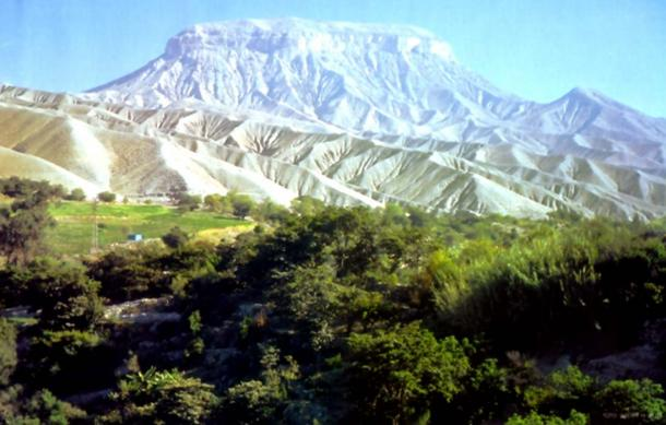 Cerro Baúl, Peru where the ancient Wari brewed beer . (Simon chara / Public Domain)