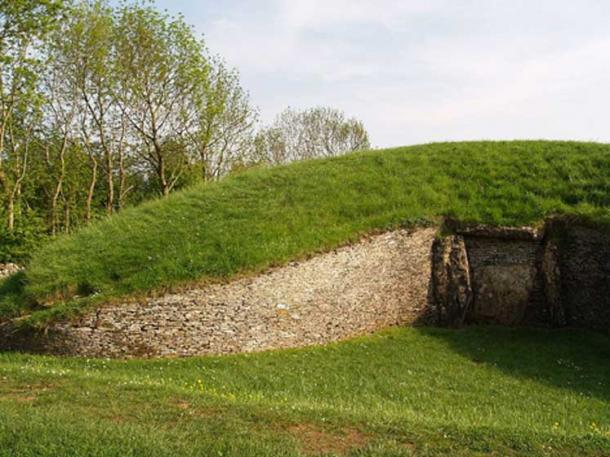 Picture of the front Chamber of Belas Knap, a famous Cotswold-Severn tomb.