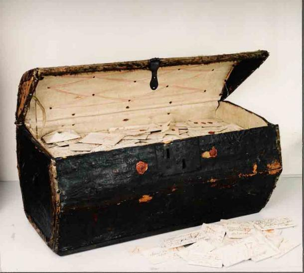 Brienne trunk: a seventeenth-century trunk of letters bequeathed to the Dutch postal museum in The Hague. (Credit:  Unlocking History Research Group)