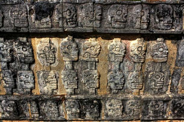 Chichén Itzá MEX - Tzompantli Wall of Skulls.