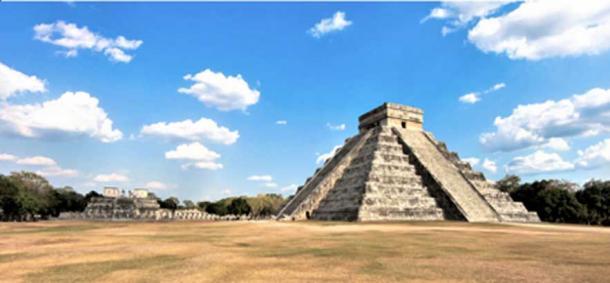 Chichén Itzá, Kukulcán Pyramid. (© georgefery.com)
