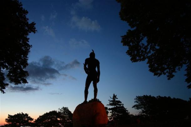 Chief Massasoit statue looks over Plymouth colony harbor. (Image: CC BY-SA 2.0)