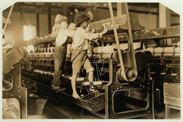Children working machines in a mill during the Industrial Revolution. (Lewis Hine / Public domain)