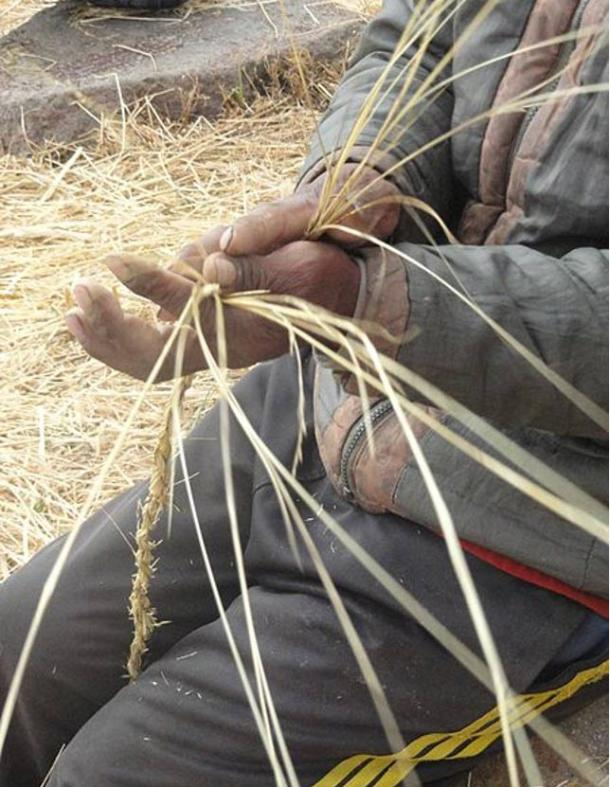 The Q'oya or Chillihua grasses used to build the suspension bridge, rolled, braided and woven into strong cables and ropes.