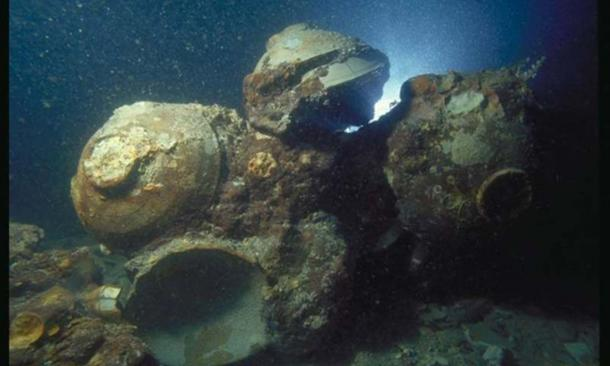 Chinese ceramic bowls in situ at the Java Sea Shipwreck site. (The Field Museum)