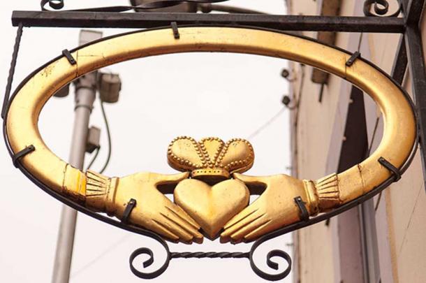 Claddagh Ring Design Sign.