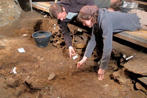 Claudine Gravel-Miguel, with archeologist Vitale Stefano Sparacello, at the excavation site inside the Arene Candide in 2011. (Université de Montréal)