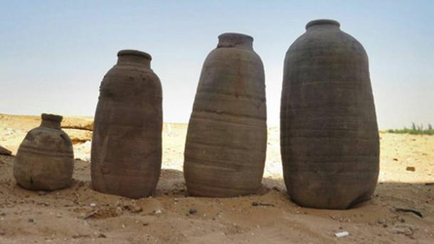 Clay pots of different shapes and sizes were found in the tombs.