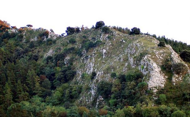 Cliff of Arlanpe. Where the Arlanpe cave is located.