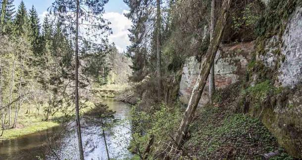 The Virtaka Cliff petroglyphs are located on sandstone cliffs along the Gauja River Basin in Latvia. (BirdsEyeLV / CC BY-SA 3.0)