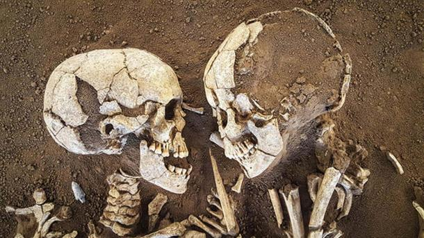 Close-up of the young lovers' skulls, which seem to still gaze at one another.