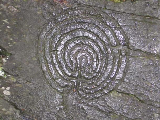 Отблизо на един от лабиринтите в Скалистата долина.  Произходът на тези така наречени петроглифи е съмнителен.  (Tuxraider презареден / CC BY-SA 3.0)
