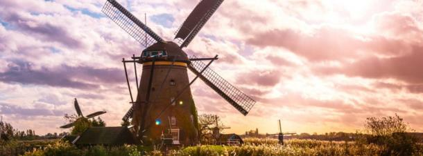 Close up of a windmill at Kinderdijk, The Netherlands (Yuichi / Adobe Stock)
