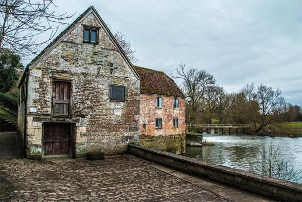 Close up of the ancient mill in Sturminster Newton, which is also a National Trust heritage site in the UK. (Sam / Adobe stock)