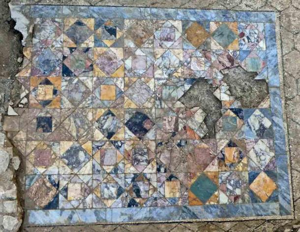 A closeup of the mosaic tile floor in the reception room of one of the domus townhouses recently uncovered in Nimes. (INRAP)