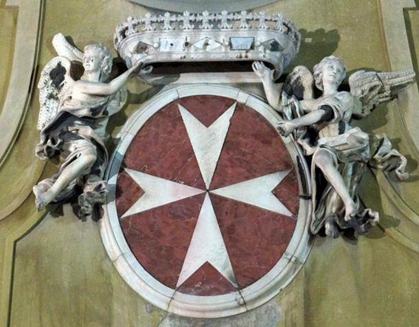 Coat of arms of the Knights of Malta from the façade of the church of San Giovannino dei Cavalieri, Florence, Italy. (Sailko/CC BY SA 3.0)