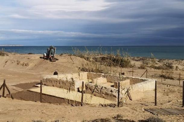 Construction work to protect the area of La Torre del Descargador, on the eastern Spanish coast. (Universidad de Alicante)