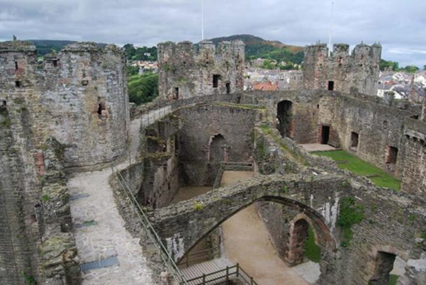 Conwy castle - the interior The roofless Great Hall is visible, along with the North West, South West & Prison Towers. (Nigel Chadwick/CC BY SA 2.0)