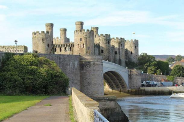 Conwy castle and the A547 road bridge. (Richard Hoare/CC BY SA 2.0)
