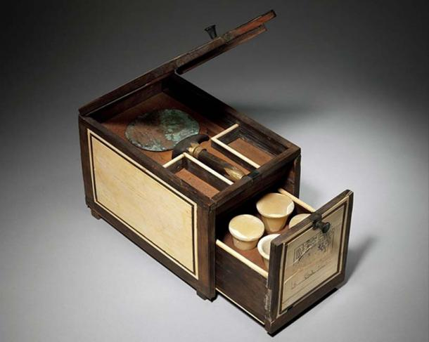 Cosmetic box of the Royal Butler Kemeni, 1814 –1805 BC, Egypt, cedar with ebony and ivory veneer, woodworking turned into art. (Pharos / Public Domain)