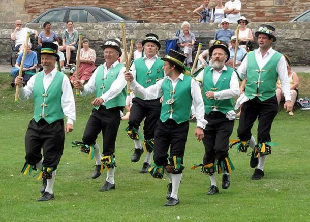 Cotswold-style Morris dancing in the grounds of Wells Cathedral, Wells, England — Exeter Morris Men.