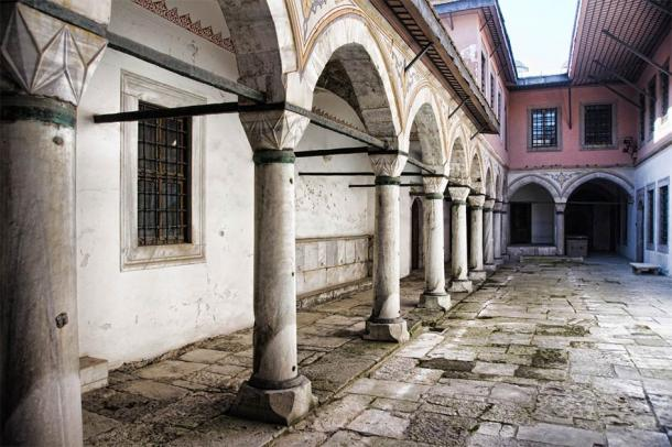 Courtyard of the Concubines in Istanbul, Turkey   (saik20 / Adobe Stock)