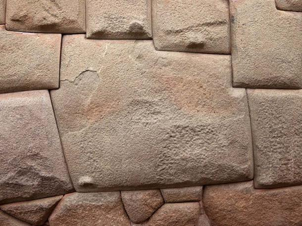 Cusco, Peru, wall with a precisely cut stone of 12 angles. (CC BY 3.0)