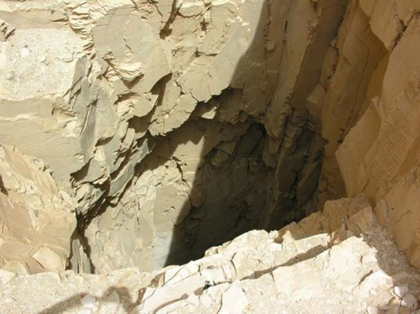 DB320 Cache Tomb Shaft.