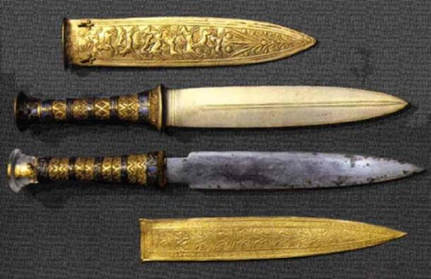 Daggers found within King Tutankhamun's burial wrappings. The top one is of made of gold and the lower one is made from meteorite. Source: ancient-egypt.co.uk