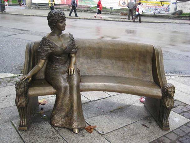 Memorial to Daisy in Pszczyna, Poland.