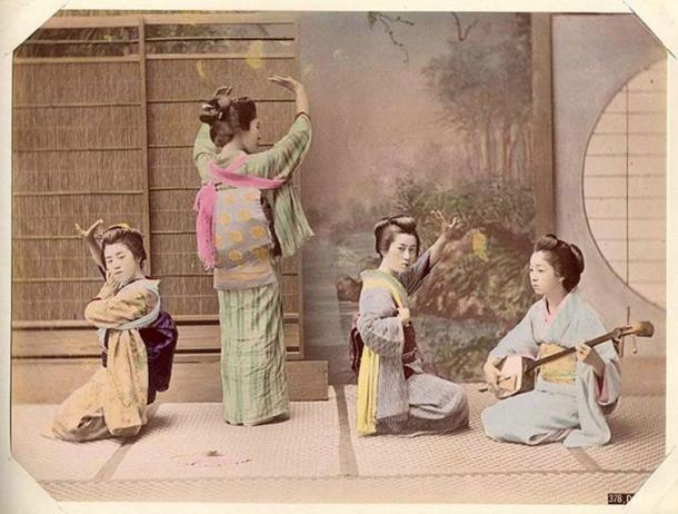 'Dancing' by Kusakabe Kimbei (1841-1934). (Public Domain)