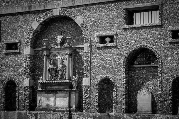 Dashwood Family Mausoleum, West Wycombe, Buckinghamshire. (Simon Q/CC BY 2.0)