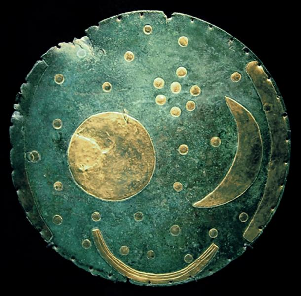Dated to 1600 BC, The Nebra sky disk is a 30-centimeter (12 inch) diameter bronze disk weighing around 2.2 kilograms (4.9 pounds). The disc features a blue-green patina and is inlaid with gold astronomical symbols including the sun, full moon, a lunar crescent moon and a cluster of stars interpreted as the Pleiades constellation. (CC BY-SA 3.0)