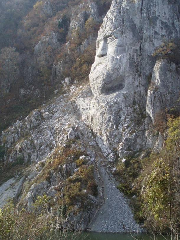 Head Decebalus 'como se ve desde el río