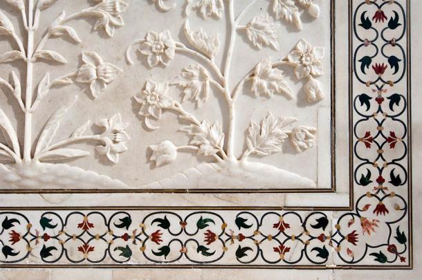 Decorative detail of the Taj Mahal with pietra dura and marble design (insalateammodo / Adobe Stock)