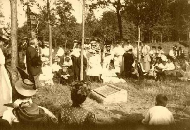 Dedication of Man Mound Park in 1908,