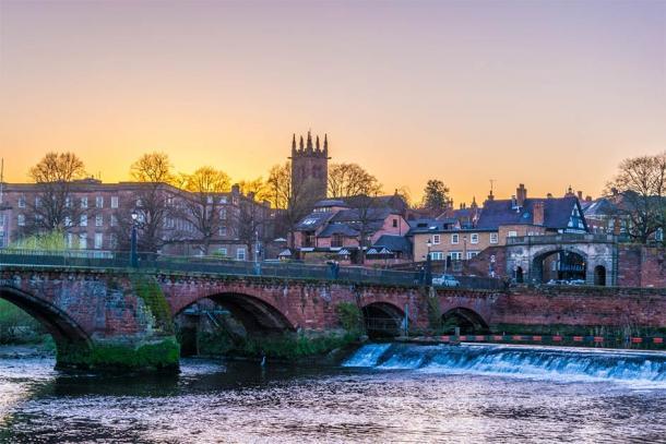 The Old Dee Bridge, Chester (dudlajzov / Adobe Stock)