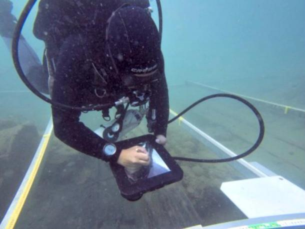 The Department of Anthropology at the University of Southern California has contributed some iPads in watertight boxes with which scientists can draw underwater in real time.