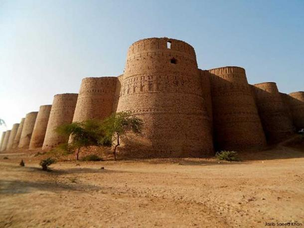 The Derawar Fort built by a Hindu dynasty of Bhatti Rajputs.