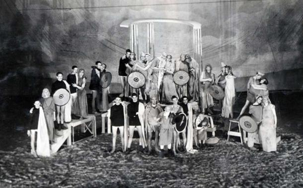 Detail of cast photo from the University of Wisconsin Experimental College 1928 production of Lysistrata, via the UW Archives Meuer collection. (Public Domain)
