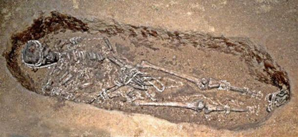 Detail of one of the burials from Sunghir, in Russia. The new study sequenced the genomes of individuals from the site and discovered that they were, at most, second cousins, indicating that they had developed sexual partnerships beyond their immediate social and family group. Credit: By José-Manuel Benito Álvarez