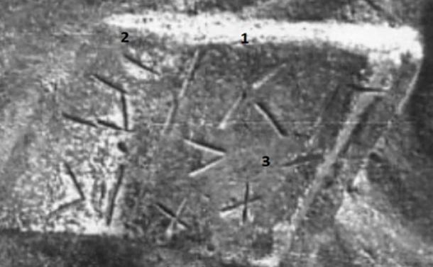 Detail of tablet in the hands of the elite. (Author Provided)