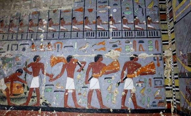 Detail of the decoration of the east wall of the antechamber. (Hana Vymazalová)