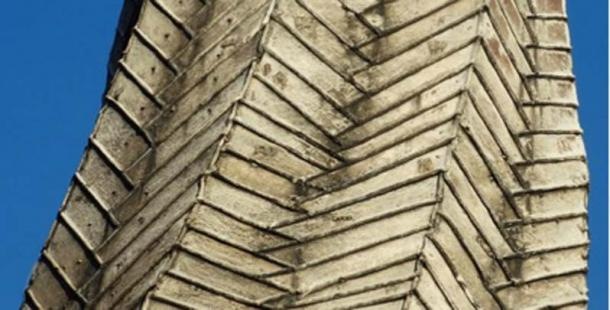 Detail of the herringbone lead cladding (CC BY-SA 2.0)