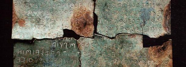 Detail of the tablet.