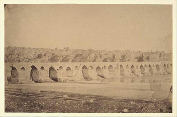 Old photograph of the Dezful bridge.