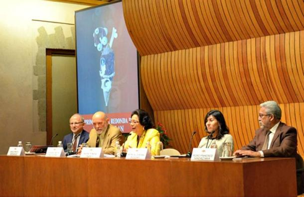 """The discovery was made public November 30, during the first round table of the """"Tenochtitlan at the foot of the Temple Mayor: Excavations and recent studies."""" (OEMENLINEA)"""
